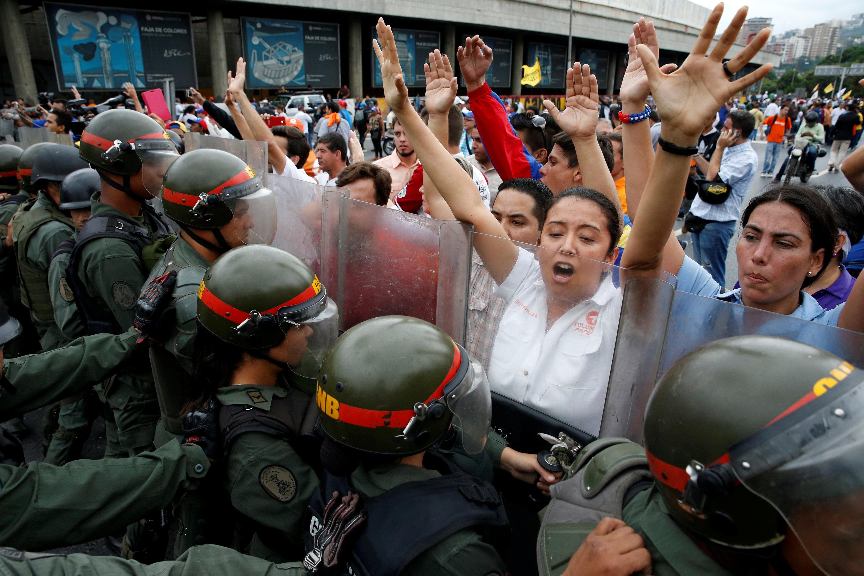 Venezuela darbe girişimi!