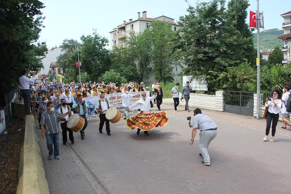 Cide Festivali davul zurna ve köçek oyunuyla başladı
